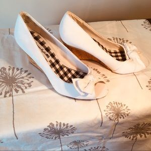 American  Eagle. Heels  white with  black  6